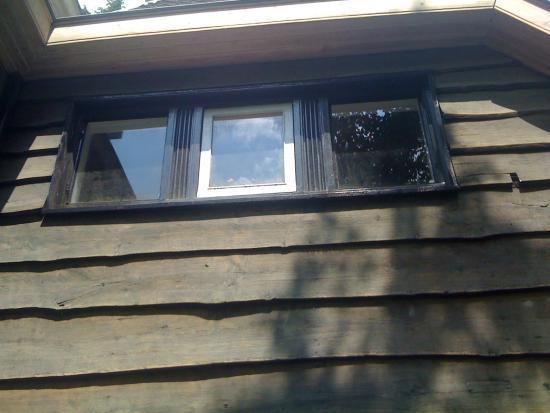 Vervangen van houten kozijnen en ramen.