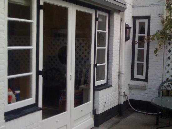 Alle houten ramen en deuren zijn vervangen en voorzien van isolatieglas