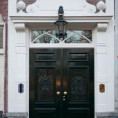 Nieuw houten kozijn, dubbele voordeuren, Den Haag.